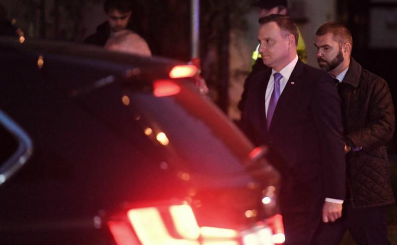 Prezydent Andrzej Duda po spotkaniu z chłopcem poszkodowanym w wypadku w Oświęcimiu i z jego rodzicami