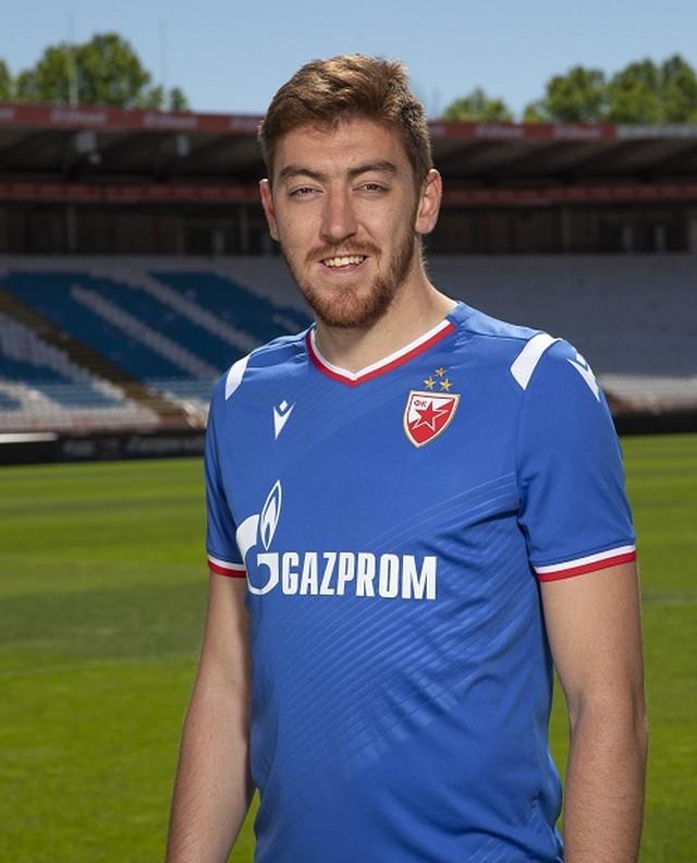 Milan Pavkov u novoj garnituri rezervnih dresova FK Crvena zvezda za sezonu 2019/2020
