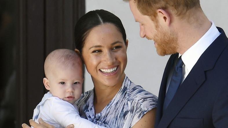 Książę Harry i księżniczka Meghan na zdjęciu z synem Archiem