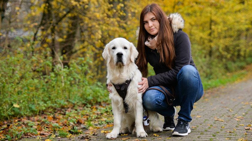 Na czym polega odpowiedzialna kontrola nad psem na spacerze?