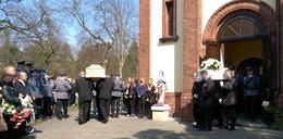 Pogrzeby po masakrze policjanta. Nie pochowali mordercy z rodziną