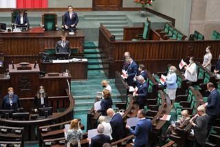Projekt noweli tzw. ustawy covidowej wraca do komisji