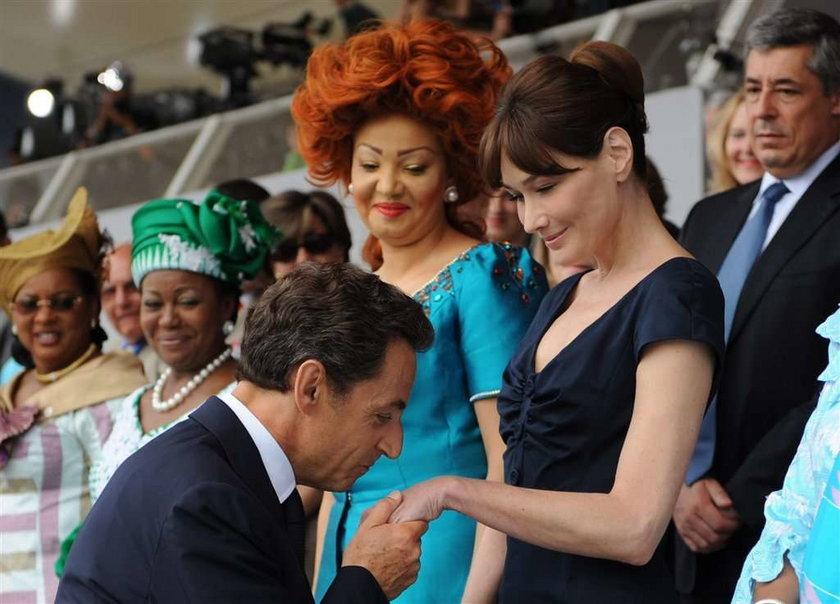 Zobacz jak prezydent całuje żonę!