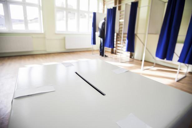 Mniejsza liczba zgłoszonych komitetów wyborczych nie musi z automatu oznaczać, że w skali kraju będzie także dużo mniej chętnych do zostania radnym czy wójtem.