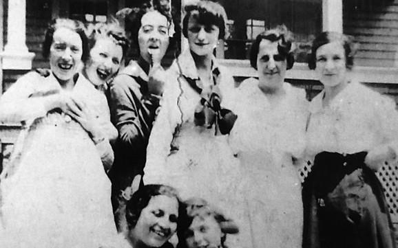 U telu Amelije Mađa, zvane Moli (treća zdesna), koje je ekshumirano pet godina posle njene smrti, otkriveni su tragovi radijuma