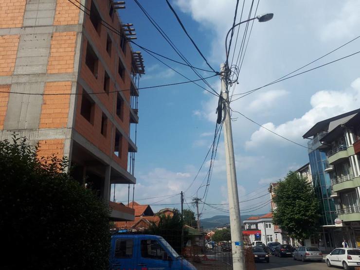 NOVIPAZAR01 Zgrada sa koje je pao radnik foto N. Koccovich