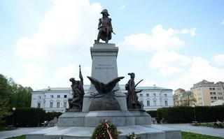 Pomnik Kościuszki w Warszawie znów zniszczony
