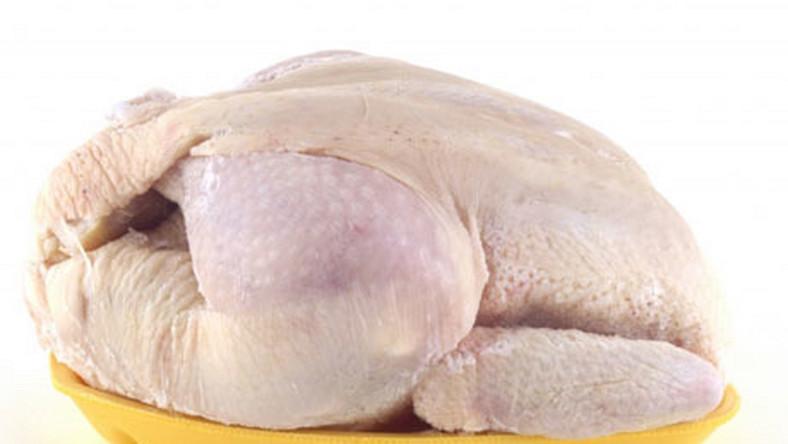 Mrożonym kurczakiem włamywał się po pączki
