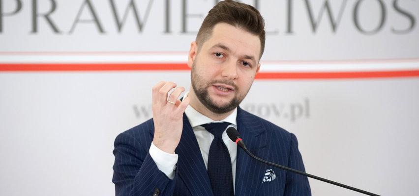Patryk Jaki twierdzi, że Polska straciła 535 mld zł przez bycie w UE. To kłamstwo!