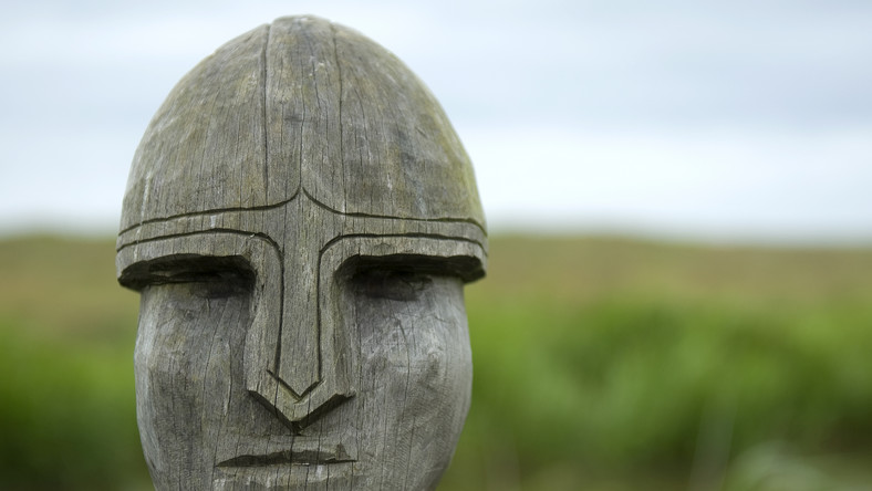 Rzeźba przedstawiająca wikinga