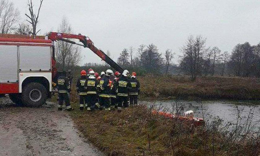Samochód wpadł do rzeki niedaleko Skierniewic. Nie żyje 29-latek