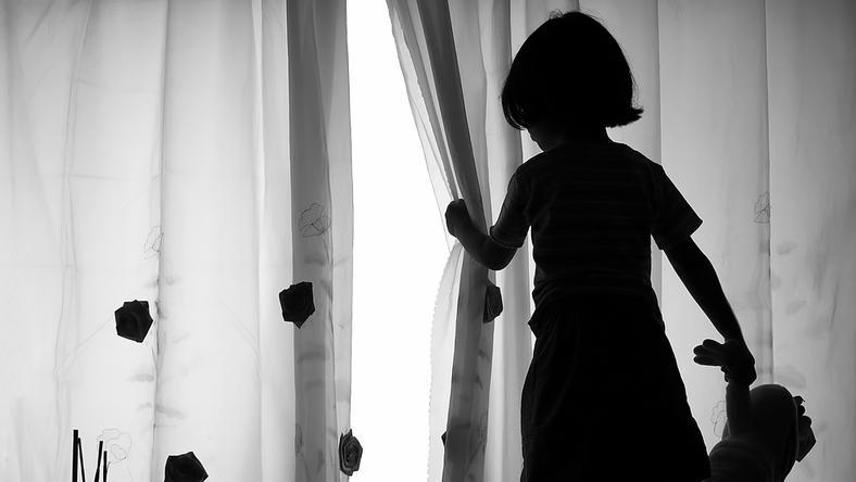 Żałoba dziecka lub nastolatka jest problemem, wobec którego nie można przejść obojętnie