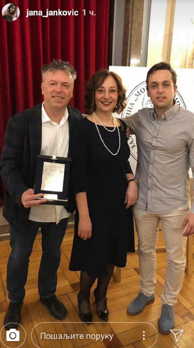 Nele Karajlić sa ženom i sinom