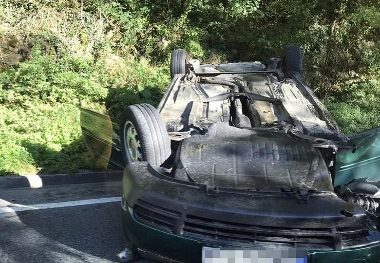 nesreca automobil prevrtanje