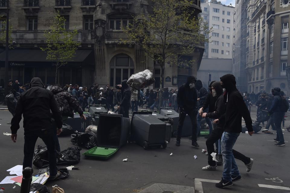 Zamieszki we Francji. Wielu rannych policjantów
