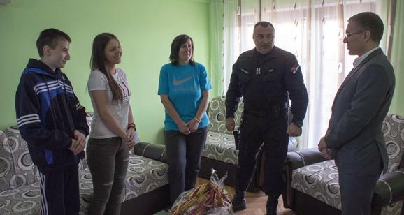 Porodici preminulog policajca pripadnici Žandarmerije kupili su stan