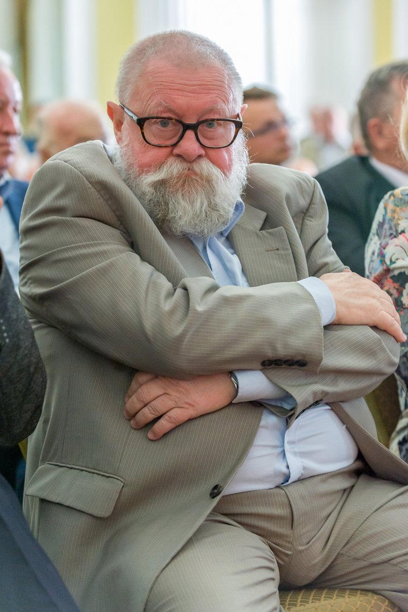 Prof. Jerzy Bralczyk (73 l.), językoznawca: W tej konkretnej sytuacji użycie takiego słowa przypomina dziecięce prowokacje