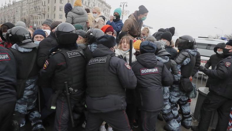 Rosyjska policja w starciu z obywatelami