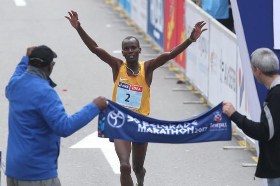 Stiven Katam, pobednik maratona