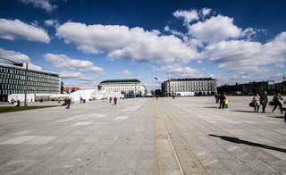 Pomnik Ofiar Katastrofy Smoleńskiej na Placu Piłsudskiego. Wojewoda zatwierdził projekt, podpisał zgodę