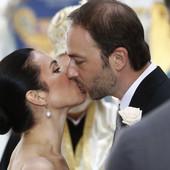 PRVI POLJUBAC Venčali se princ Dušan i princeza Valerija, gromoglasan aplauz se ori crkvom na Oplencu (VIDEO)
