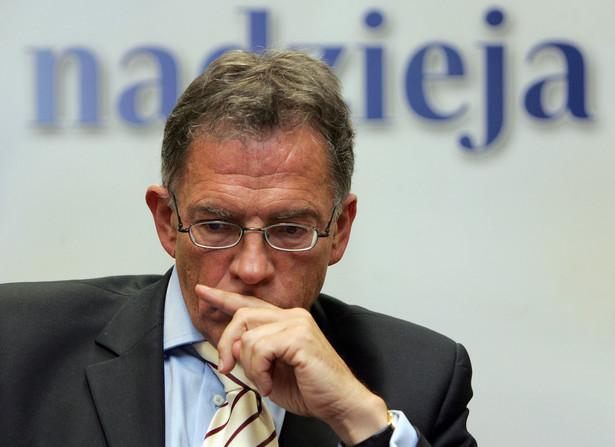 """Zdaniem prof. Rosatiego politycy powinny wypowiadać się nt. pożądanego kursu wejścia do strefy euro na podstawie """"rzetelnych analiz"""". """"Nie wiem, na jakich podstawach premier Pawlak opiera swoją ocenę"""" - powiedział."""