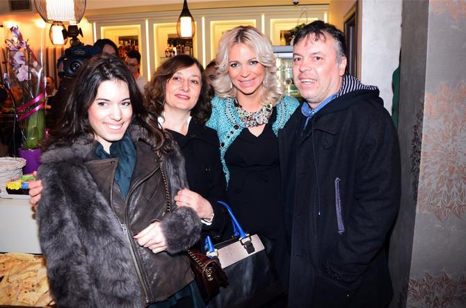 Nele sa ćerkom, suprugom i Jelenom, ćerkom Nede Ukraden