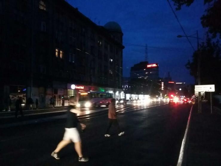 Karađorđeva ulica je skoro sva u mraku