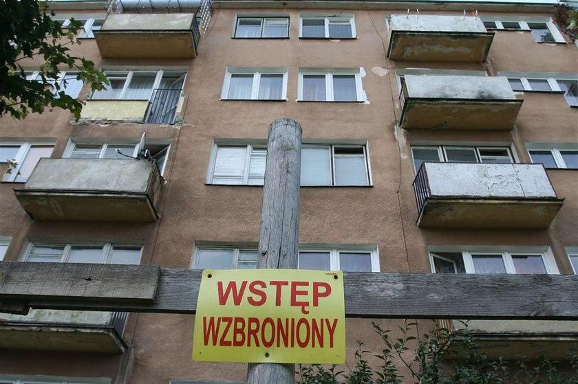 Te balkony zaraz spadną!