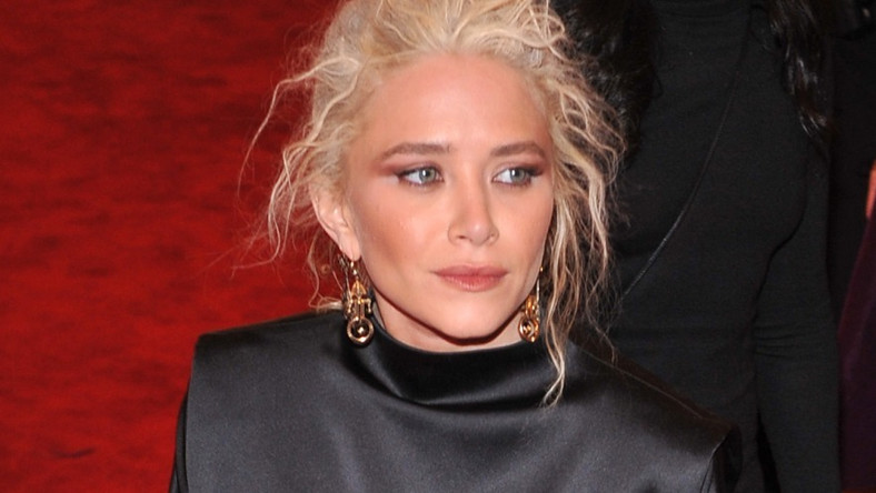 Siwe włosy mocno postarzyły aktorkę