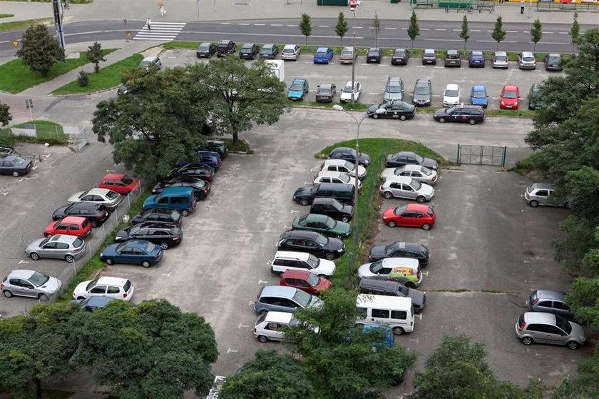 Na os. Sobieskiego likwidują darmowy parking!