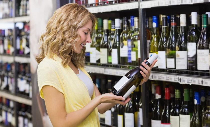 Polacy coraz częściej piją takie alkohole
