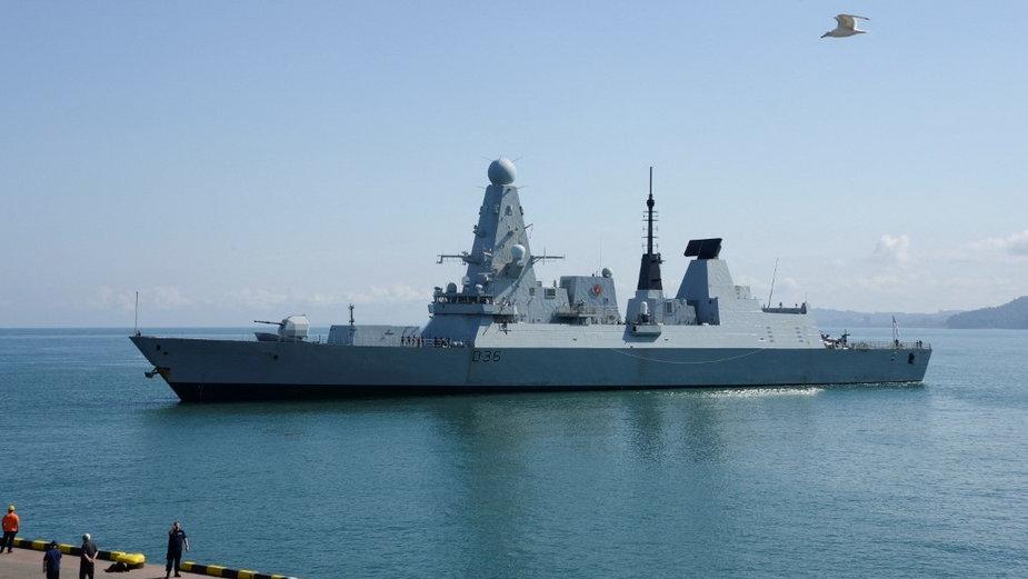 """Niszczyciel HMS """"Defender"""" na Morzu Czarnym"""