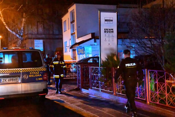 W piątek po godz. 17.00 w tzw. escape roomie w Koszalinie doszło do pożaru, w którym zginęło pięć dziewcząt, a jeden mężczyzna jest ciężko poparzony.