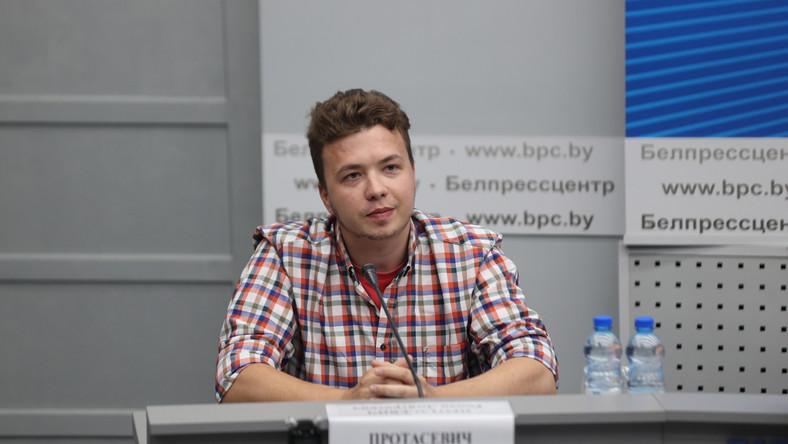 Raman Pratasiewicz na konferencji w Mińsku