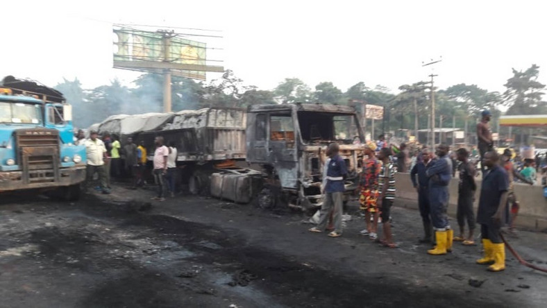 Scene of the petrol tanker accident at Sango-Ota toll-gate on Lagos/Abeokuta Expressway on Friday morning Nov. 15, 2019 (NAN Photo)