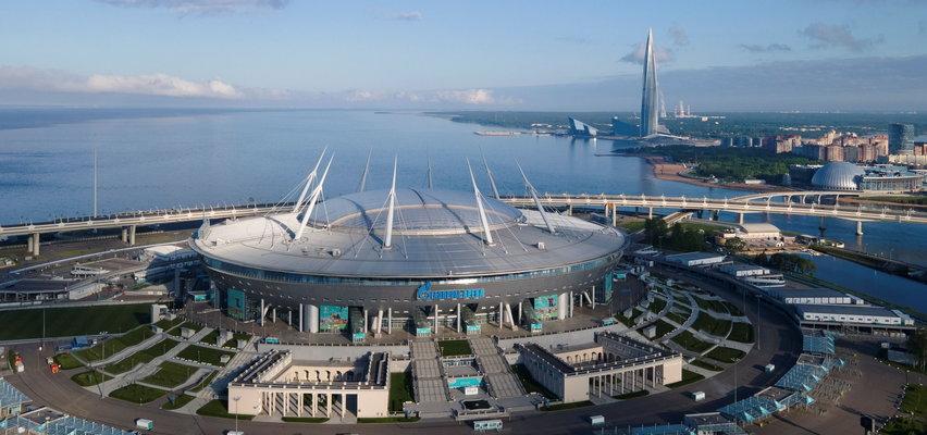 To tam zagrają Polacy. Ten stadion nazywany jest pomnikiem korupcji