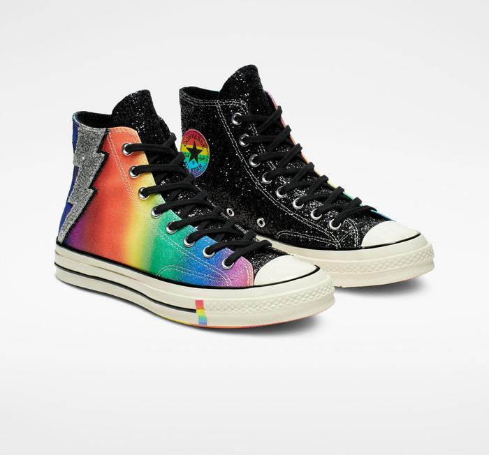 Die besten Pride Sneaker Kollektionen für die diesjährige