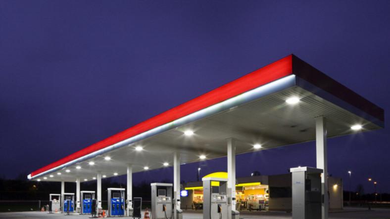 stacja paliw, benzyna