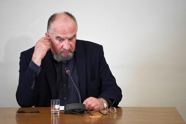 """Modzelewski - autor pierwszej ustawy o podatku od towarów i usług - pytany przez komisję, jakie mogły być zaniechania w latach 2007-2015 ocenił, że na pewno nie wprowadzono skutecznych narzędzi, które pozwalałyby zdobyć dowody """"złych działań""""."""