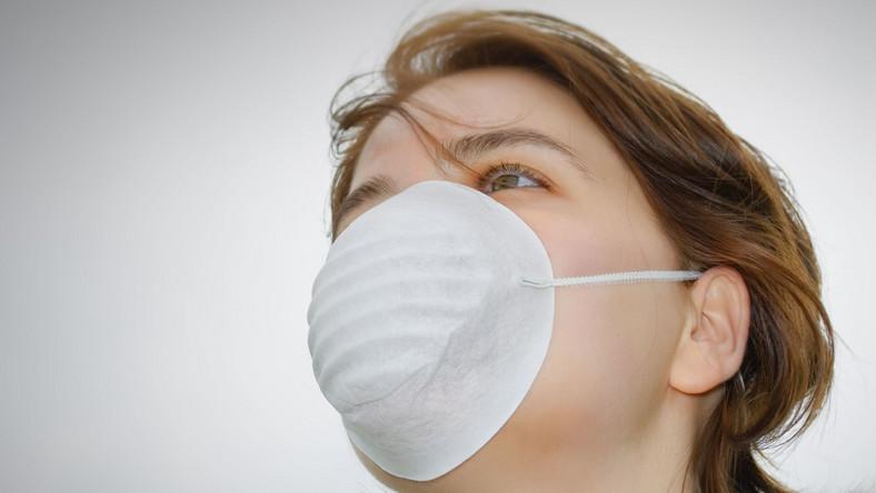 Wirus H7N9 wywołuje ptasią grypę