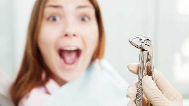 Co gorsza, mity te w znaczący sposób wpływają nie tylko na nasze zachowania i nawyki, ale i na stan naszych zębów. Wspólnie z lek. stom. Adrianną Badorą, postanowiliśmy rozprawić się z pięcioma najpopularniejszymi mitami stomatologicznymi