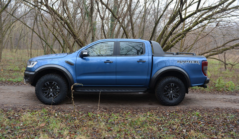 Ford Ranger Raptor – pick up na sterydach