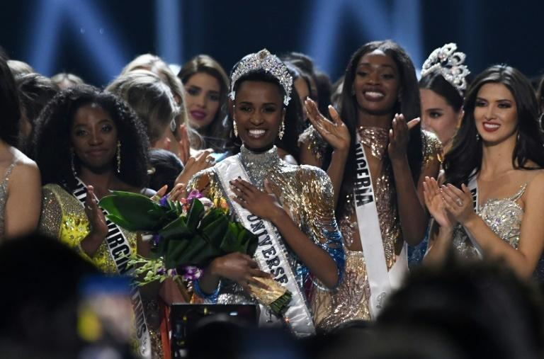Newly crowned Miss Universe 2019 South Africa's Zozibini Tunzi (C) poses on stage with contestants after the 2019 Miss Universe pageant at the Tyler Perry Studios in Atlanta, Georgia