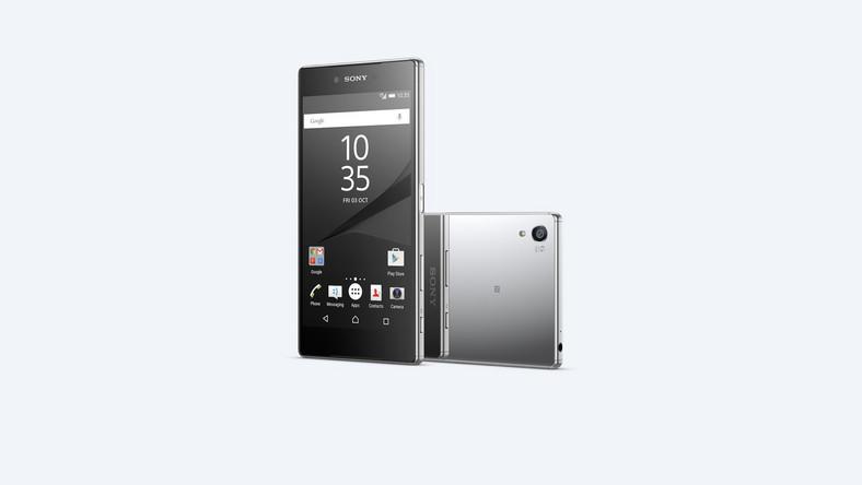 Największe emocje bez wątpienia wzbudził pierwszy smartfon z rozdzielczością 4k – Xperia Z5 premium. 5,5-calowy wyświetlacz IPS ma rozdzielczość 4K UltraHD (3840 x 2160 pikseli). Ludzkie oko tego nie zobaczy, ale Sony może powiedzieć, że jest pierwsze. By telefon z takim ekranem pracował dłużej niż godzinę czy dwie, dołożono baterię o pojemności 3430 mAh. Spragnieni nowości mogą już składać zamówienia. Cena – równie kosmiczna co ekran – 3999 zł.