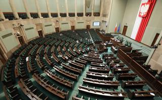 Ukłon w stronę biznesu i debata o totalitaryzmie. Oto najważniejsze zmiany przyjęte przez Sejm