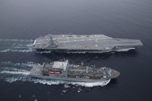 Lotniskowiec USS Gerald R. Ford i okręt zaopatrzeniowy USNS William McLean
