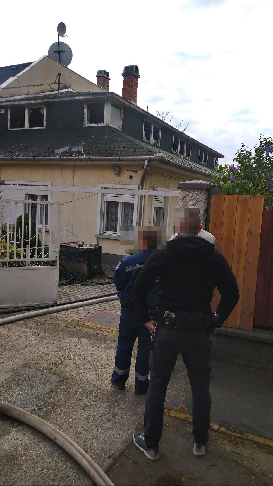 A ház tetőszerkezete teljesen leégett /Fotó: Blikk