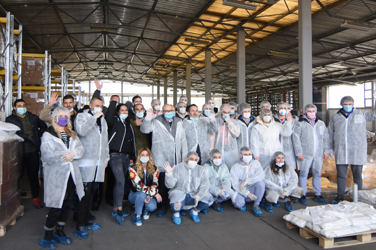 Novi Sad 2221 pakovanje pomoci za penzionere foto Nenad Mihajlovic