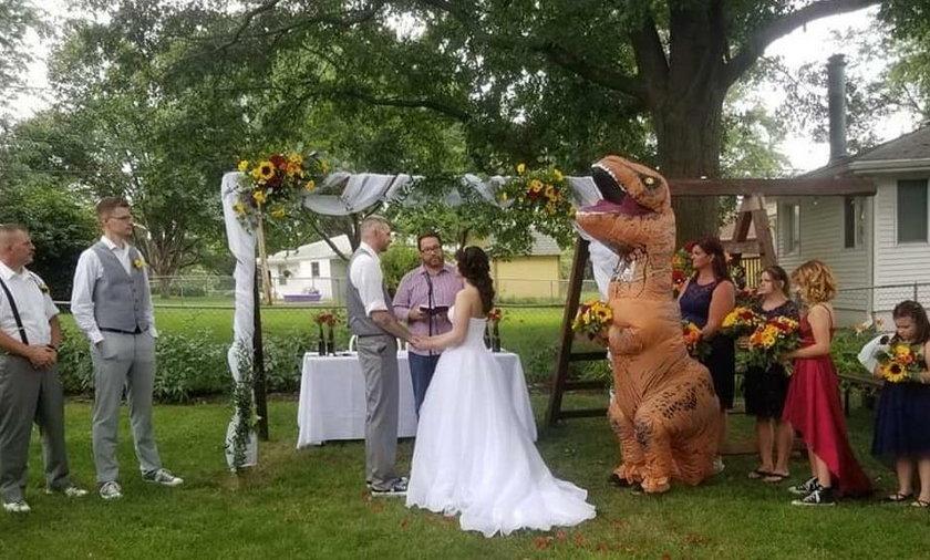 Była świadkiem na ślubie siostry, że nie było jej wstyd tak się ubrać?